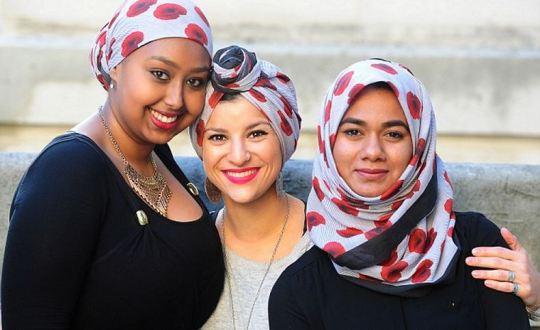poppy hijab Capture