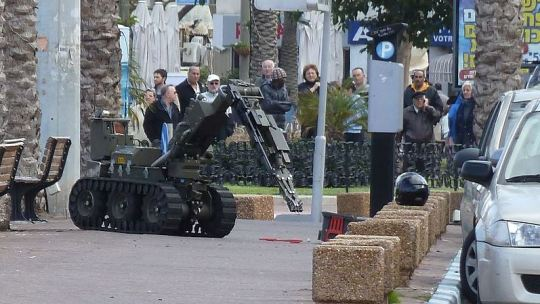 bomb disposal robot Capture